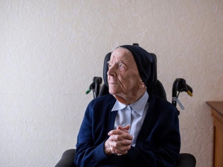 फ्रांस की 117 साल की नन सिस्टर एंड्री संक्रमण से मुक्त हो गई हैं। उन्हें दो हफ्ते पहले संक्रमित पाया गया था।