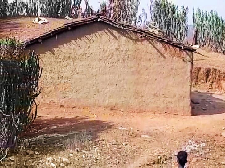 रोबिया गांव की पहाड़ी पर बना मृतक भगु का घर।