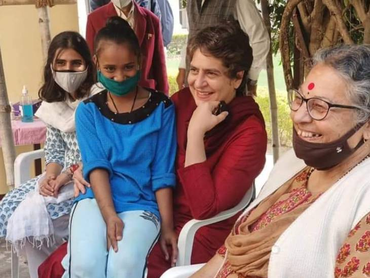 Priyanka Gandhi also spent some time with orphans at Anand Bhavan.