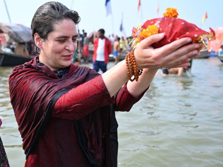 After bathing in the Sangam, Priyanka Gandhi offered coconut to Suryadev.
