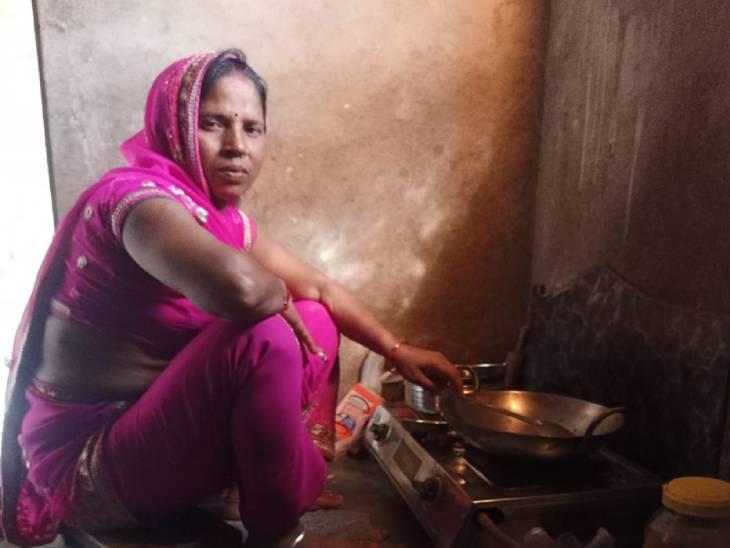 मुनिता की मां।
