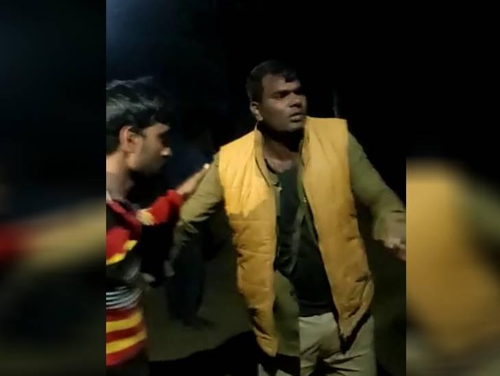 प्रतापगढ़ में दो सिपाहियों पर हमला; कासगंज में सिपाही के हत्यारोपी मोती सिंह पर 50 हजार का इनाम घोषित आगरा,Agra - Dainik Bhaskar