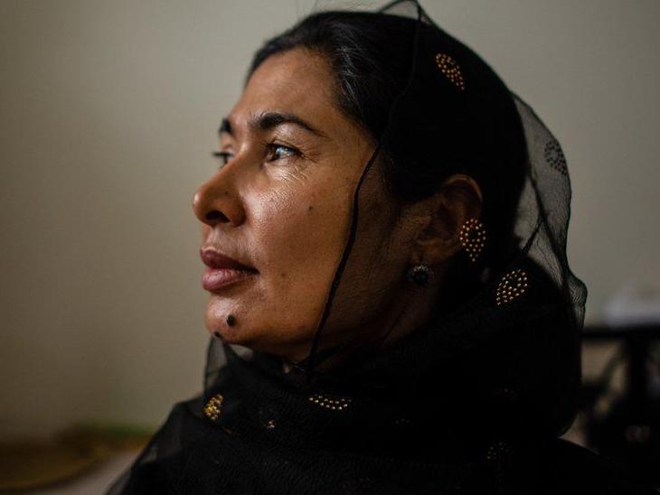 चीन में उईगर डिटेंशन कैम्प में रह चुकी एक महिला ने पिछले हफ्ते BBC World News को एक इंटरव्यू में इन सेंटर्स की खौफनाक सच्चाई बताई थी। इस महिला ने कहा था- वहां सैकड़ों लोगों के सामने उईगर महिलाओं से गैंगरेप किया जाता। इस दौरान कई महिलाओं की मौत हो जाती है। अब यह महिला अमेरिका में मौजूद है।