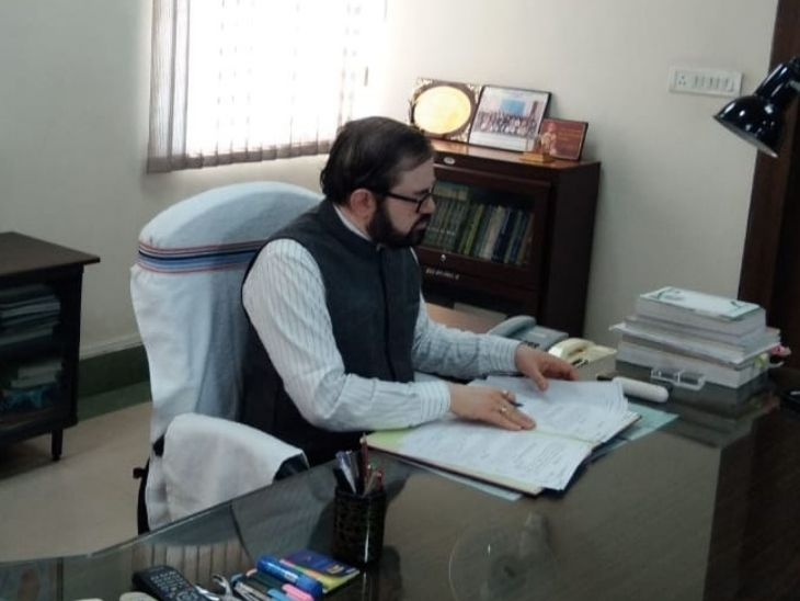 डीके तिवारी राज्य के मुख्य सचिव भी रह चुके हैं। - Dainik Bhaskar