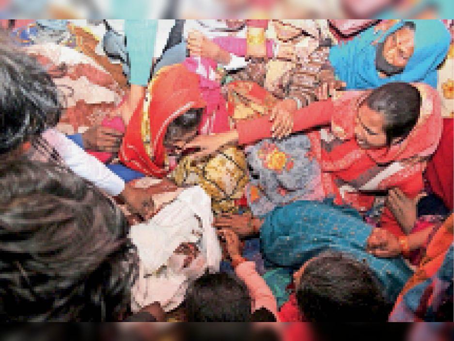 करंट से झुलसे बच्चे की 9 दिन बाद मौत, मौत के बाद घर में महज डेढ़ मिनट के लिए लाई गई बाॅडी|जालंधर,Jalandhar - Dainik Bhaskar