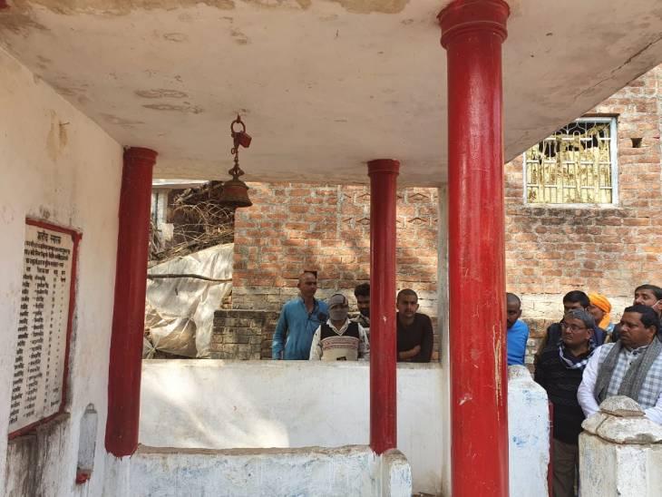 बेहमई कांड में मारे गए लोगों के स्मारक की तस्वीर। फूलन और उसके साथियों ने 26 लोगों को गोलियों से भून डाला था।