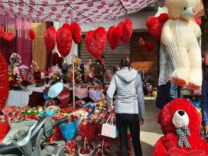 चंडीगढ़ मेंवेलेंटाइन डे को लेकर पुलिस ने लगाए नाके, मोहाली में नगर निगम चुनावों ने फूल विक्रेताओं का धंधा चौपट किया|चंडीगढ़,Chandigarh - Dainik Bhaskar