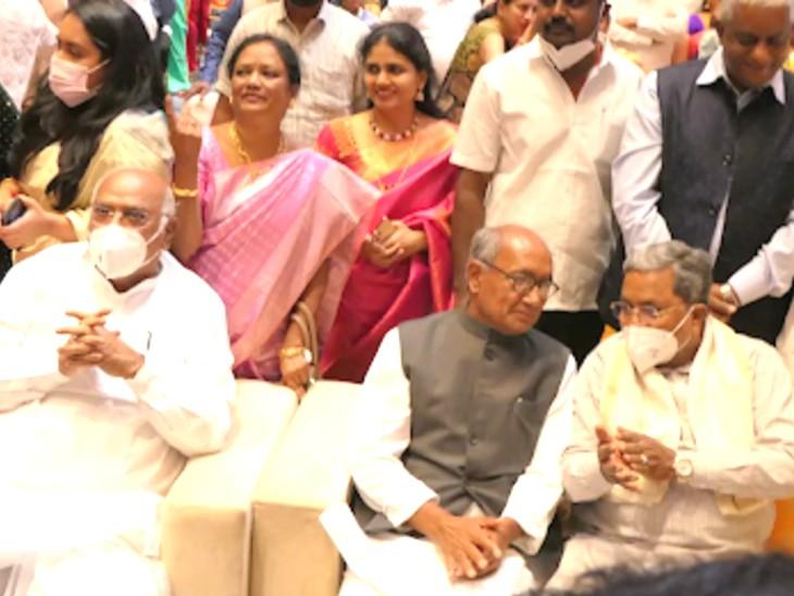 विवाह समारोह में राज्यसभा में नेता प्रतिपक्ष मल्लिकार्जुन खड़गे, कांग्रेस के सांसद दिग्विजय सिंह और कर्नाटक के पूर्व CM सिद्धारमैया भी पहुंचे।