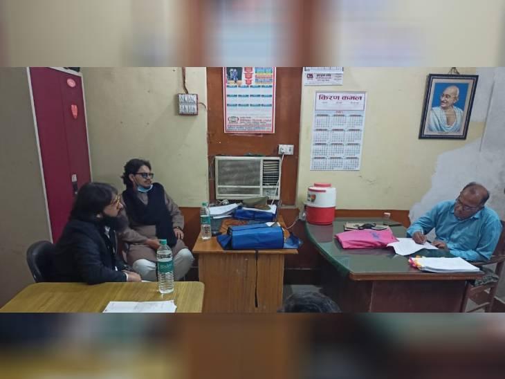 अरेस्ट स्टे मिलने के बाद इनामी उमर और अब्बास लखनऊ पुलिस के सामने पेश, दर्ज कराया बयान|लखनऊ,Lucknow - Dainik Bhaskar