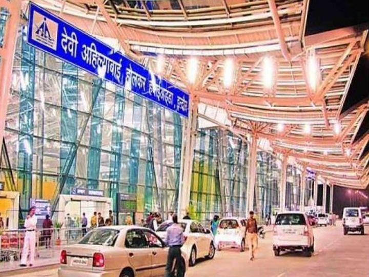 कांच में दरार आने पर इंडिगो फ्लाइट की इमरजेंसी लैंडिंग, 94 पैसेंजर को लेकर इंदौर से 22 मिनट पहले ही भरी थी उड़ान|इंदौर,Indore - Dainik Bhaskar