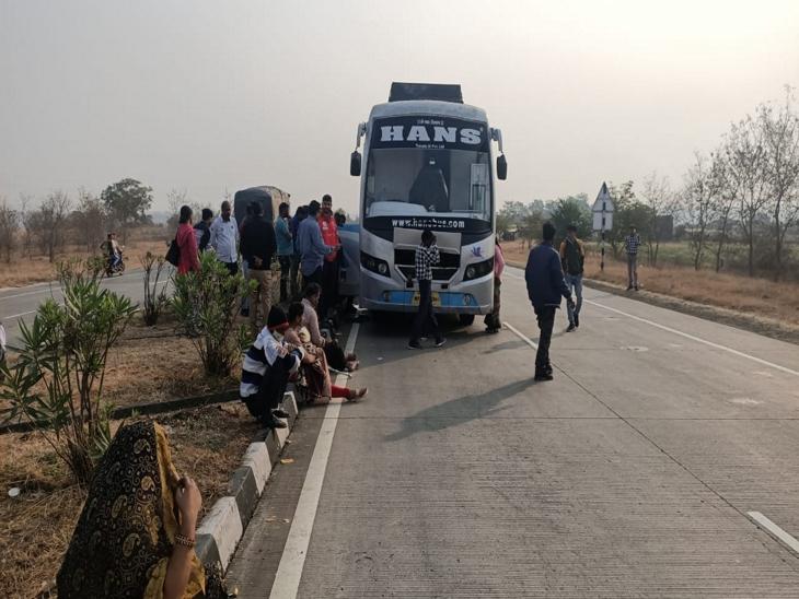 नागपुर से इंदौर आ रही बस बैतूल में खराब, यात्रियों को सड़क पर गुजारनी पड़ी रात|इंदौर,Indore - Dainik Bhaskar