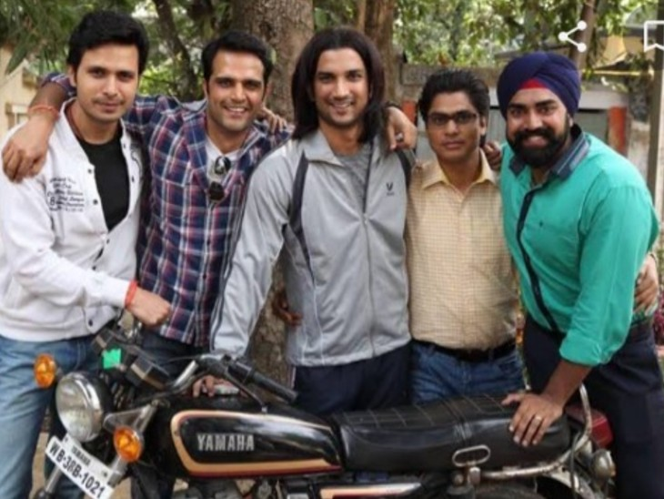 Sandeep Nahar (right) played Sushant Singh Rajput's friend in 'MS Dhoni: The Untold Story'.