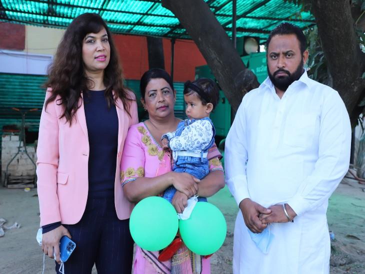 ऑबस्ट्रेटिक्स एंड गाइनोकॉलोजिस्ट डॉ.स्वप्ना मिसरा, बेटी जोवनप्रीत कौर के साथ जसविंदर कौर और रामदीप सिंह(बाएं से दाएं). - Dainik Bhaskar