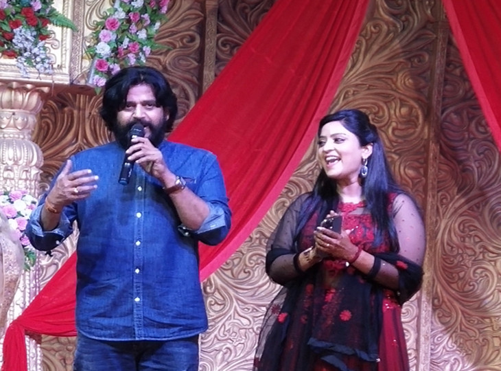 समारोह में भोजपुरी एक्ट्रेस शुभी शर्मा और सांसद व एक्टर रविकिशन