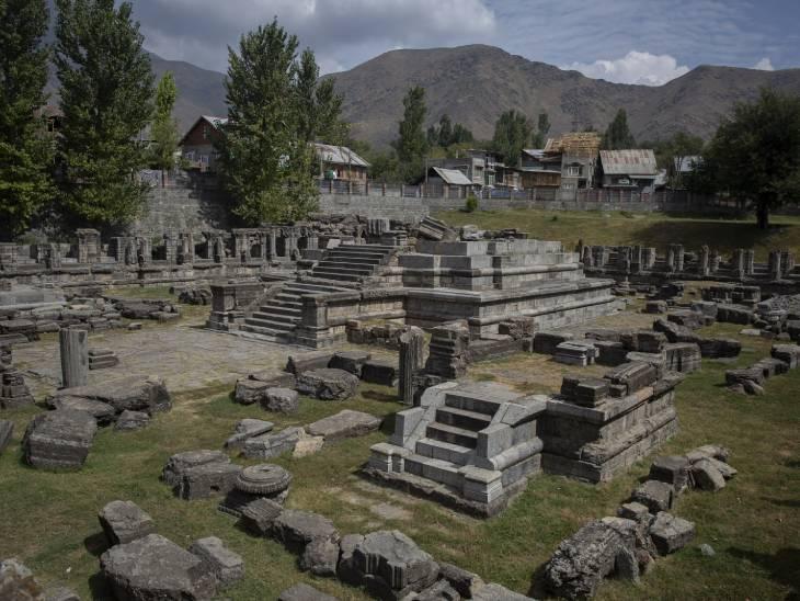 फोटो अवंतिपोरा स्थित अवंती स्वामी मंदिर की है। इस मंदिर का निर्माण अवंतिवर्मन ने कराया था।