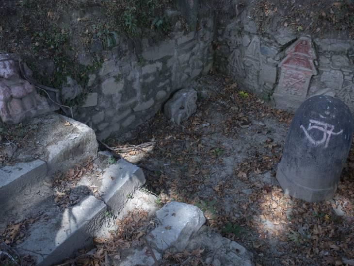 फोटो विजेश्वर मंदिर परिसर की है। यह मंदिर अनंतनाग जिले से कुछ ही किलोमीटर दूरी पर स्थित है।