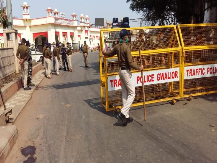 रेल रोका आंदोलन को रोकने के लिए पुलिस ने स्टेशन जाने वाले हर रास्ते को किया था सील, पुलिस चेकिंग करती रह गई आंदोलन करने वाले अंदर पहुंच गए