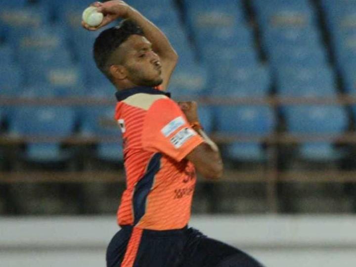 सौराष्ट्र प्रीमियर लीग में मैन ऑफ द सीरीज रहे थे। इस लीग में उन्होंने 5 मैच में 12 विकेट लिए थे।