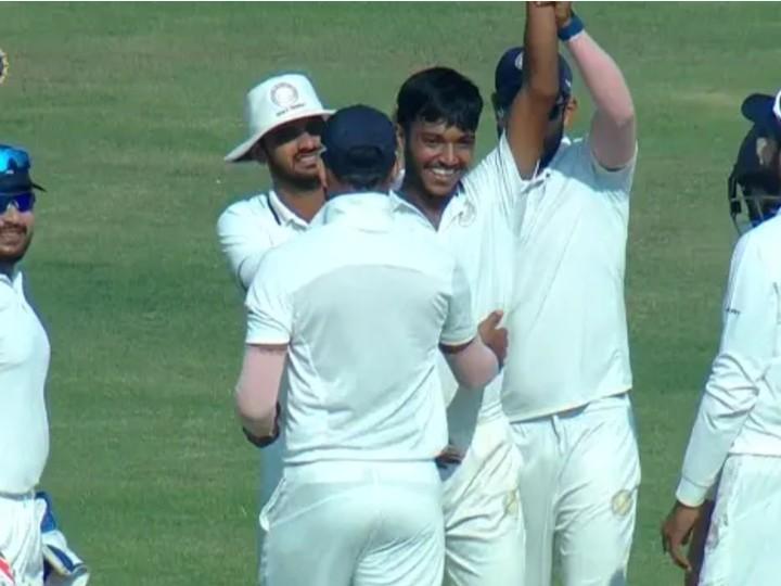 सौराष्ट्र प्रीमियर लीग के एक मैच में हैट्रिक लगाकर अपनी टीम को जीत दिलाई थी।