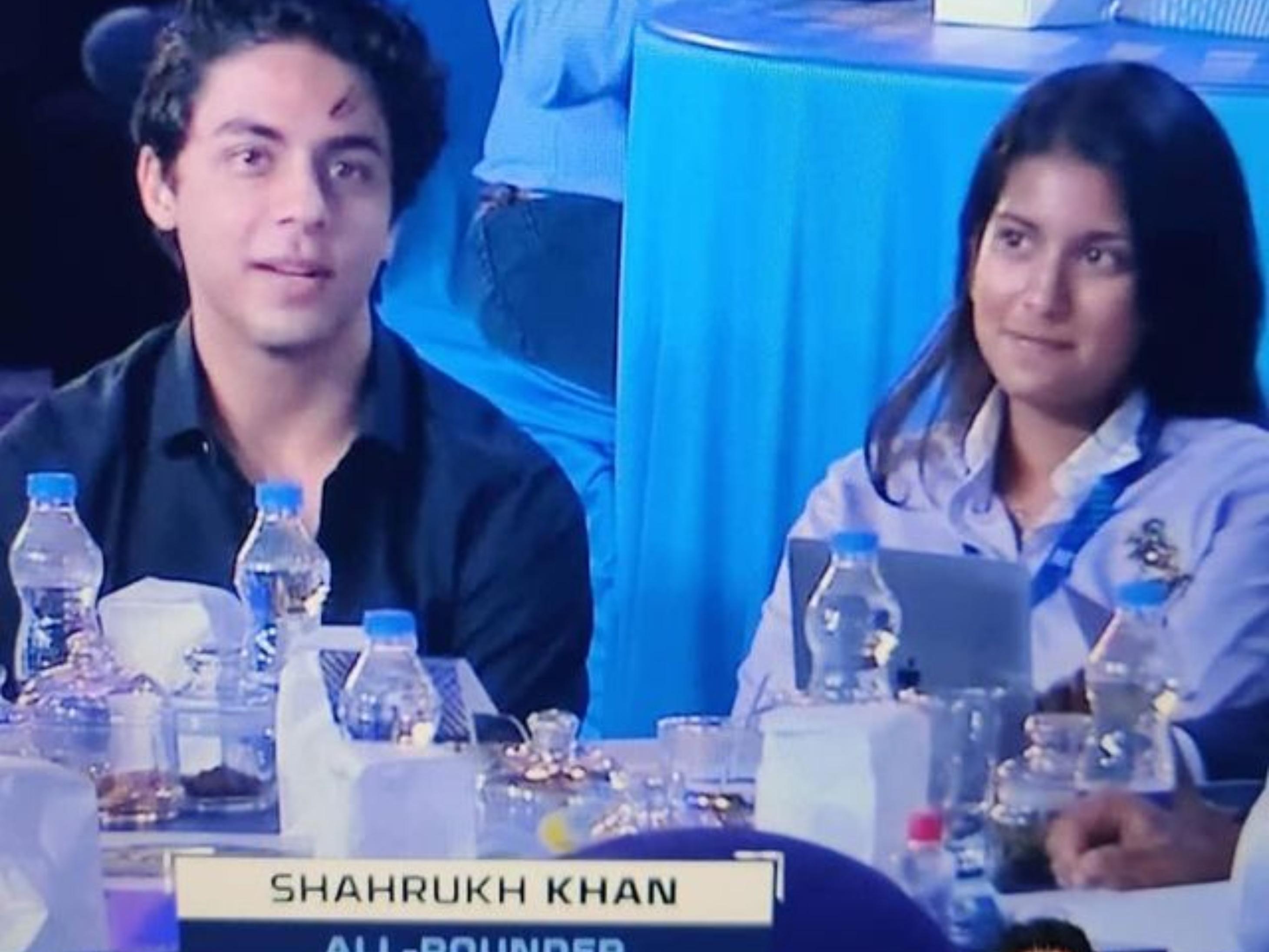 शाहरुख के बेटे आर्यन खान और जूही की बेटी जाहन्वी ने संभाली कमान, जूही बोलीं- KKR किड्स को देख बहुत खुश हूं|बॉलीवुड,Bollywood - Dainik Bhaskar