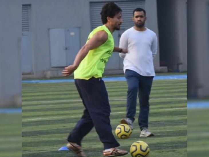'गणपत' की शूटिंग से फुर्सत मिली तो फुटबॉल खेलने पहुंचे टाइगर श्रॉफ, अपारशक्ति खुराना भी आए नजर बॉलीवुड,Bollywood - Dainik Bhaskar