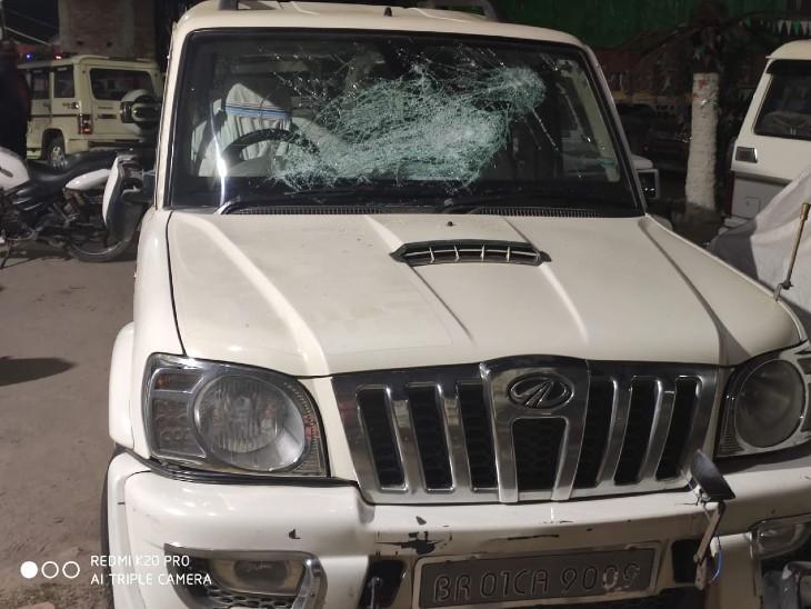 पूर्णिया में नशे में धुत अपराधियों ने उनकी चलती स्कॉर्पियो पर किया हमला, गोली भी चलाई, हरेंद्र ने भागकर बचाई जान|पूर्णिया,Purnia - Dainik Bhaskar