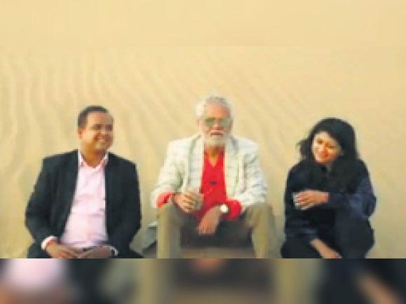 अभिनेता संजय मिश्रा ने वीडियाे के जरिए लाेगाें काे मरु महाेत्सव के लिए दिया न्याैता।