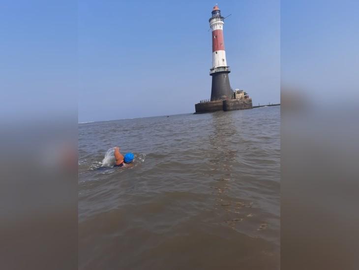 जिया ने बांद्रा-वरली सी लिंक से गेटे-ऑफ इंडिया तक ओपन वॉटर में 36 किमी तक तैराकी की है।