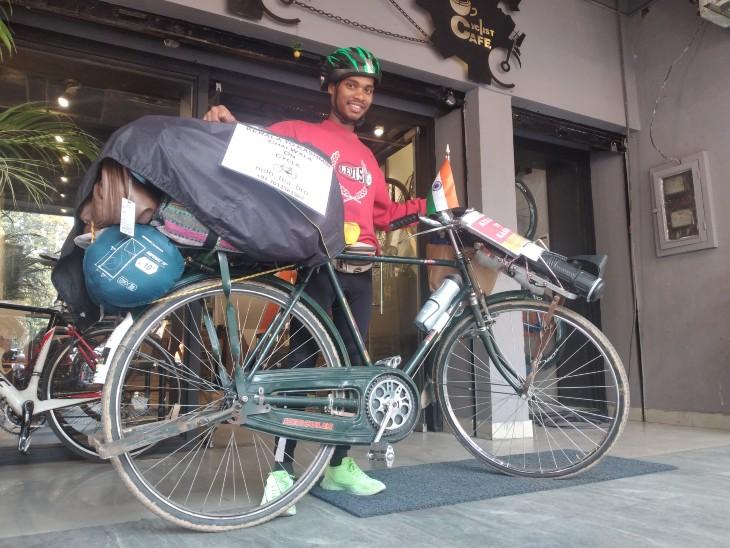 3 बार सुसाइड की कोशिश के बाद इंडिया टूर पर साइकिल पर निकला 23 साल का नौजवान, रास्ते में चाय बेचकर करता है गुजारा|चंडीगढ़,Chandigarh - Dainik Bhaskar