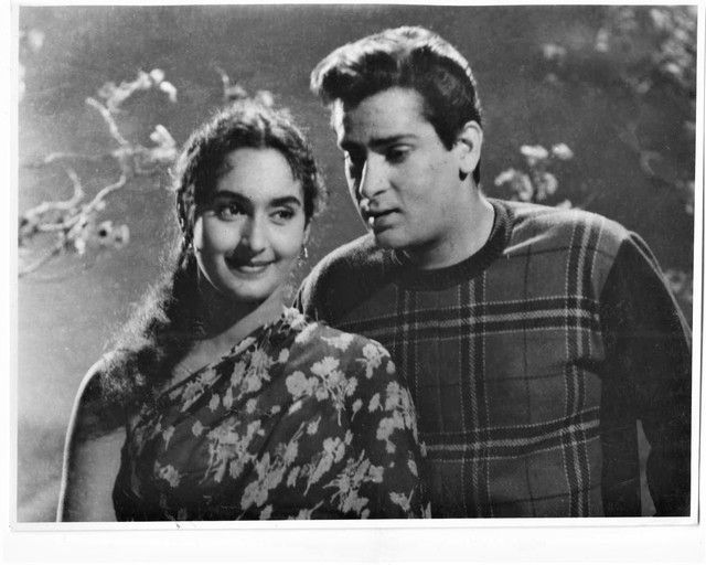 Nutan's Death Anniversary: ​​After the news of the affair, Sanjeev Kumar was slapped, Rajendra Kumar's mother Neetan's mother came home to ask for a hand. Funny Jokes