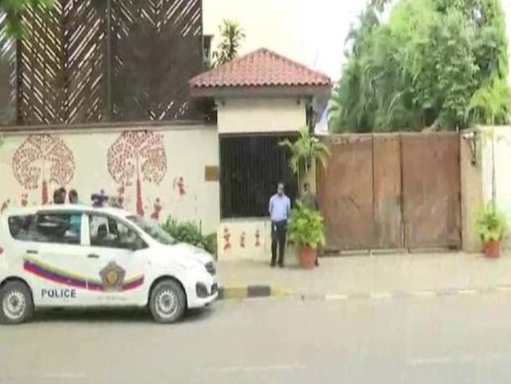 नाना पटोले के बयान के बाद अमिताभ बच्चन के मुंबई स्थित बंगले यानी जलसा के बाहर पुलिस की एक टीम तैनात कर दी गई है।