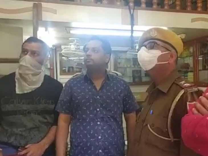 ज्वैलरी शॉप में रात को चोरों ने सेंध लगा 30 लाख रुपए का सामान उड़ाया; CCTV कैमरे में कैद हुई वारदात जोधपुर,Jodhpur - Dainik Bhaskar