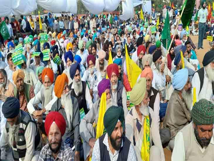 महापंचायत में किसान नेता चढूनी बोले- दिल्ली पुलिस ने 1700 नोटिस भेजे हैं, किसी को डरने की जरूरत नहीं; उनका केस यूनियन की ओर से लड़ा जाएगा|चंडीगढ़,Chandigarh - Dainik Bhaskar