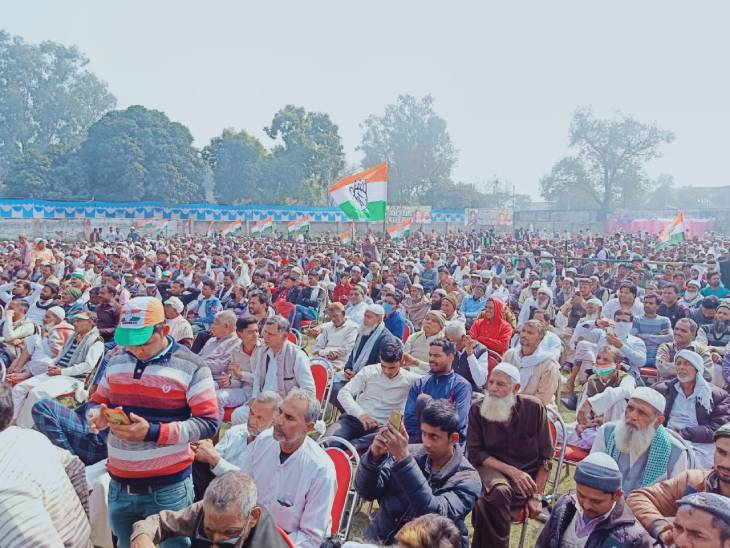 मुजफ्फरनगर में शनिवार को किसान महापंचायत में मौजूद लोग।