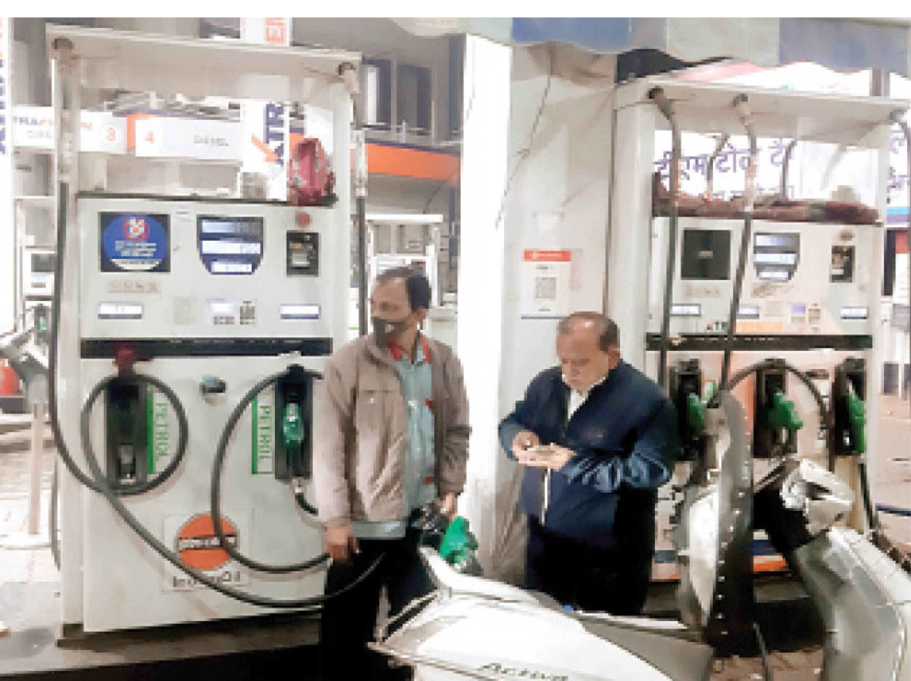 6-7 किमी दूर पड़ोसी राज्य से 1 लीटर पेट्रोल-डीजल भरवाने पर बच रहे 10 रुपए ग्वालियर,Gwalior - Dainik Bhaskar