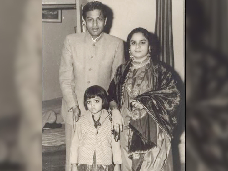 Shahrukh Khan's parents Mir Taj Mohammad Khan and Latif Fatima Begum with daughter Shahnaz Lala Rukh Khan.
