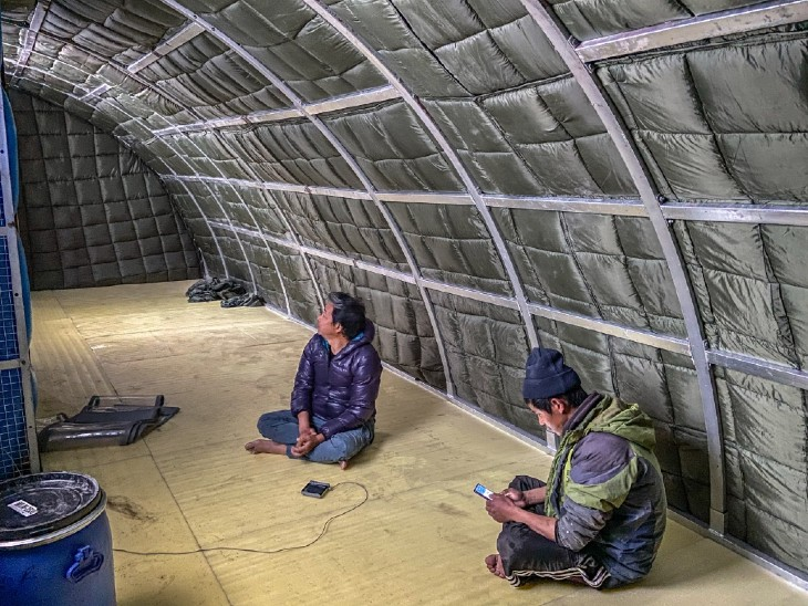 There will be some such atmosphere inside the tent.  10 people will be able to stay in a tent.  Sonam Wangchuk said that it weighs less than 30 kg.