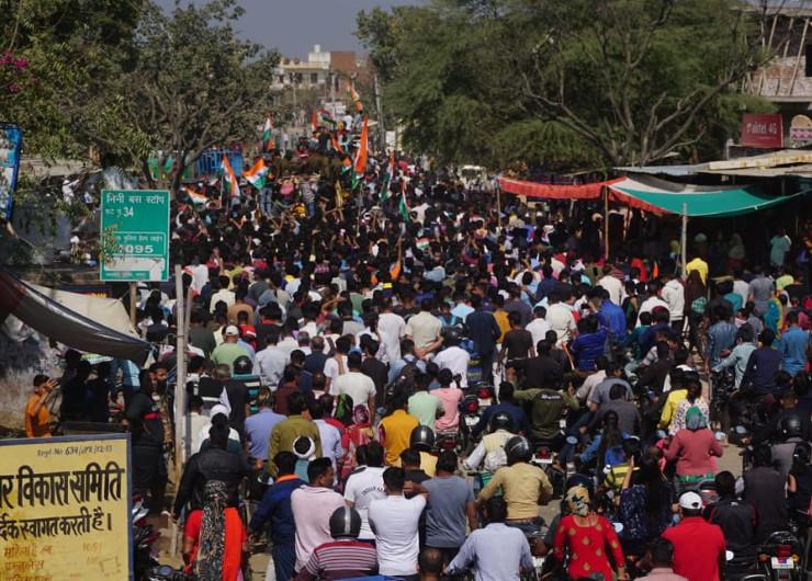 जयपुर में हजारों की संख्या में लोग शहीद दाताराम जाट की शव यात्रा में उमड़े