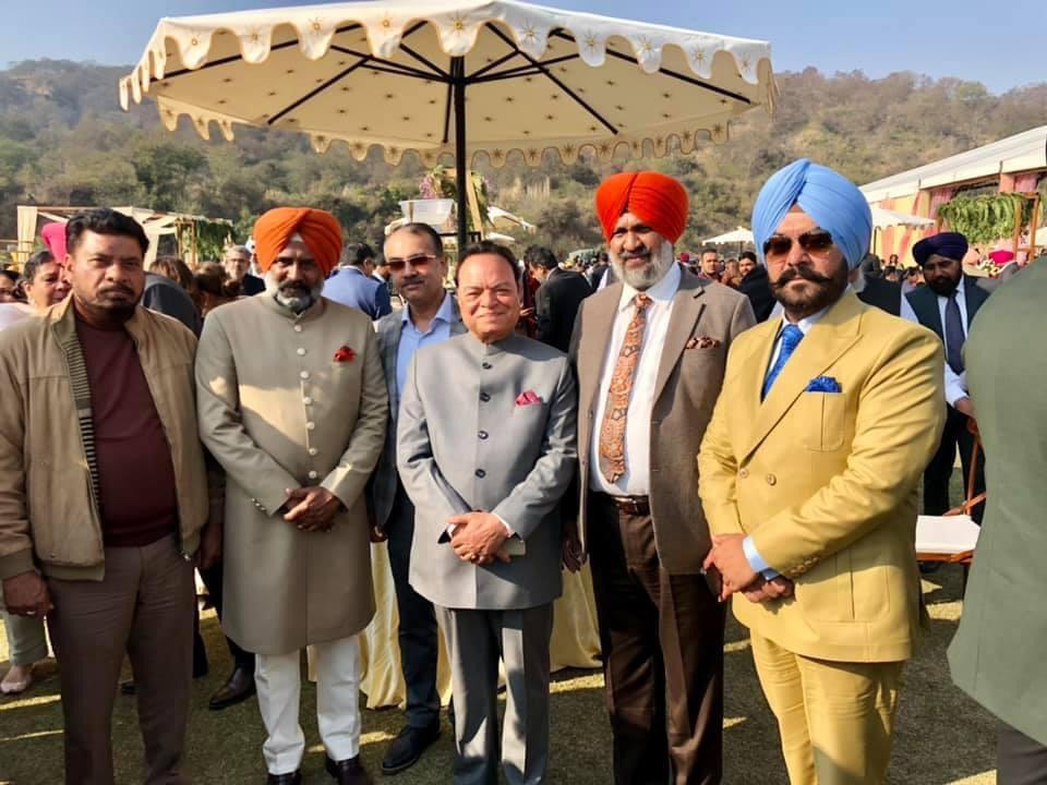 शादी समारोह में विधायक प्रगट सिंह के साथ सांसद चौधरी संतोख सिंह, विधायक लाडी शेरोवालिया व अन्य नेता।