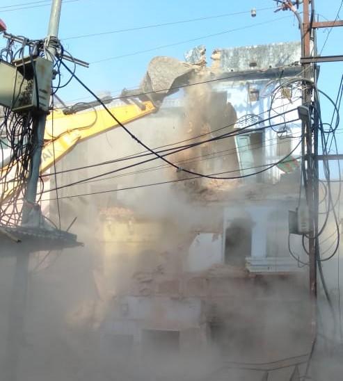 नगर विकास न्यास ने रामपुरा चार खंबा इलाके में मकानों को तोड़ा; कार्रवाई के बाद 10 फीट की सड़क 40 फीट की होगी|कोटा,Kota - Dainik Bhaskar