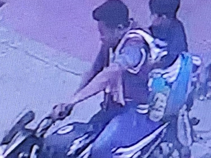 Like the family, the child also had faith in the accused, so he sat on the bike and went with him.