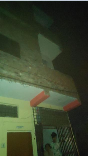 इसी बिल्डिंग की दूसरी मंजिल से पूजा नीचे गिरी थी।