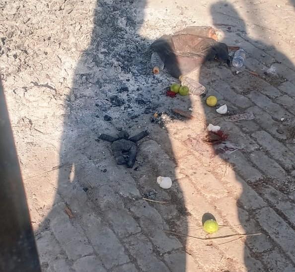 मुक्तिधाम परिसर में ऑलपिन लगे नीबू,काले कपड़े व शराब की बोतल मिली। साथ ही एक पुतला भी मिला