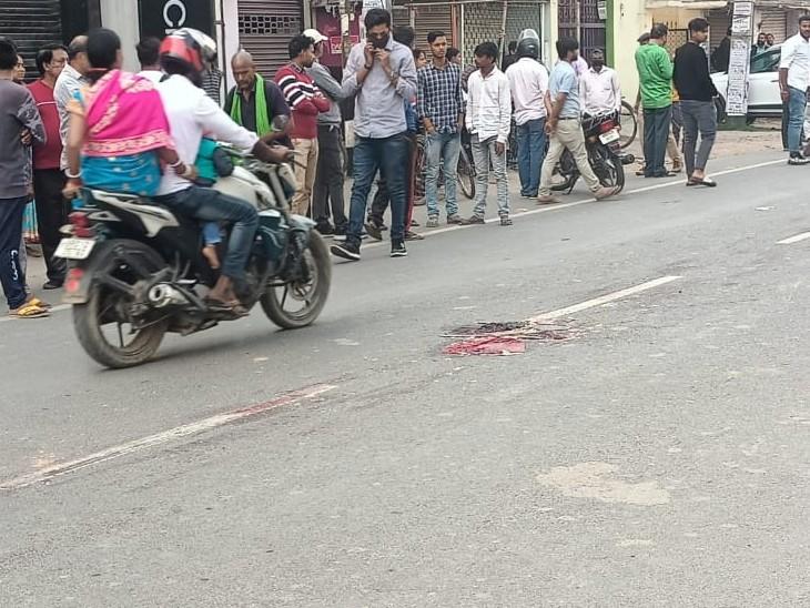 हादसे के बाद घटनास्थल पर जमा हुए लोग।