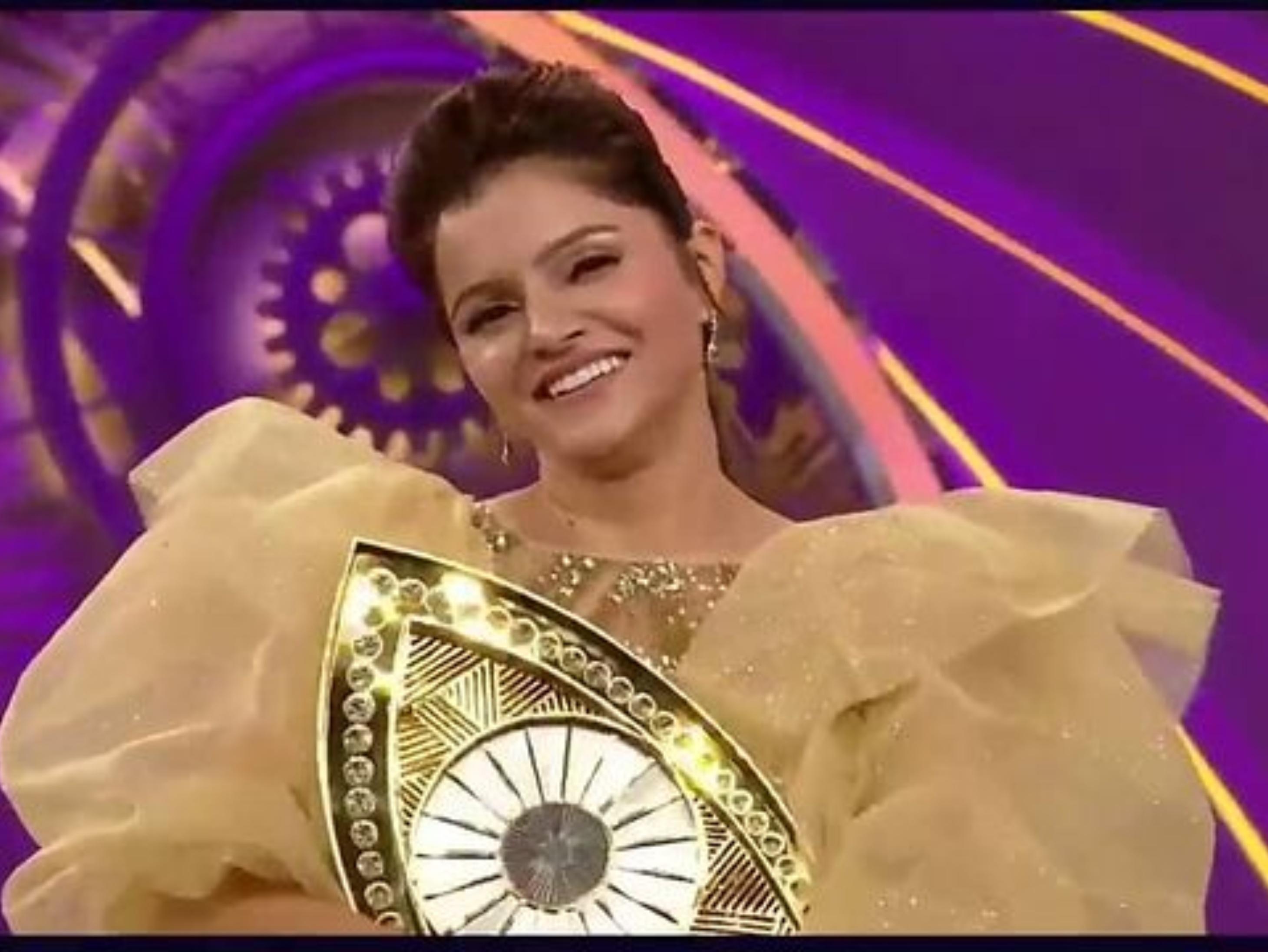 रुबीना दिलैक बनीं बिग बॉस सीजन 14 की विनर, सलमान बोले- अच्छा लगा ट्रॉफी से पहले घरवालों की ओर दौड़ीं बॉलीवुड,Bollywood - Dainik Bhaskar
