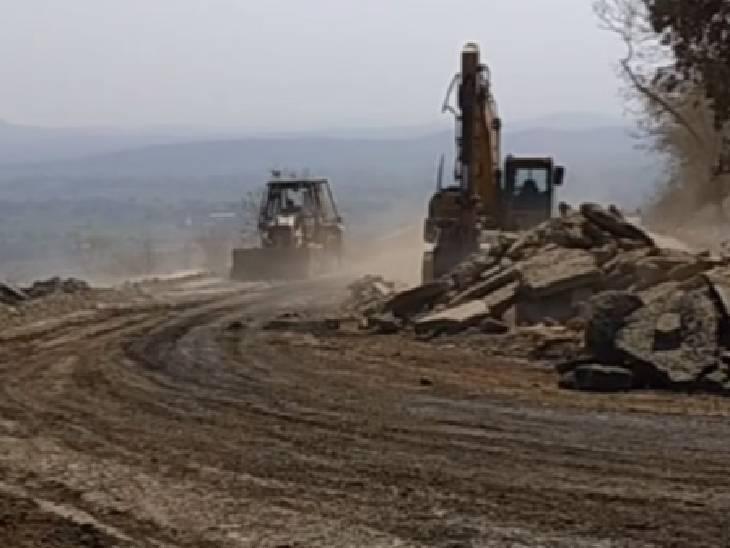छुहिया घाटी की जर्जर सड़क की मरम्मत का काम शुरू