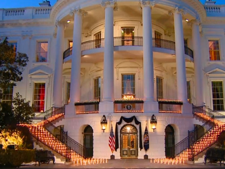 The death toll in the US officially increased to half a million on Monday.  The slain Americans paid tribute at the White House.  During this time candles were lit.
