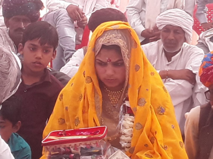 Aarti Meena of Tonk district is engaged to Brijmohan Meena's son Ramdhan.