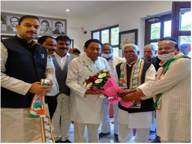 भोपाल में कांग्रेस की सदस्यता लेते बाबूलाल चौरसिया पूर्व सीएम कमल नाथ के पास खड़े हुए - Dainik Bhaskar