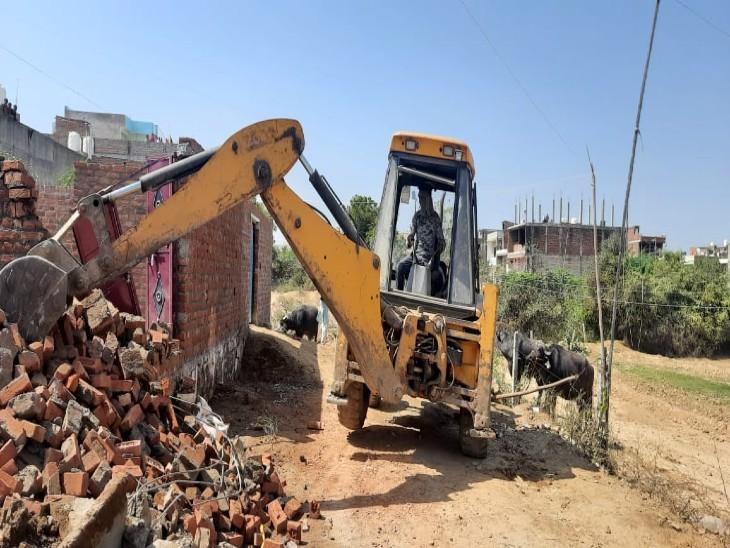 सरकारी जमीन पर कब्जा कर बना लिए थे घर, प्रशासन ने सिर्फ एक घंटे में ढहाए 7 मकान|ग्वालियर,Gwalior - Dainik Bhaskar
